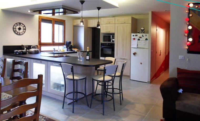 ouverture d 39 une cuisine sur les pi ces vivre respire habitat la nouvelle g n ration d 39 artisans. Black Bedroom Furniture Sets. Home Design Ideas